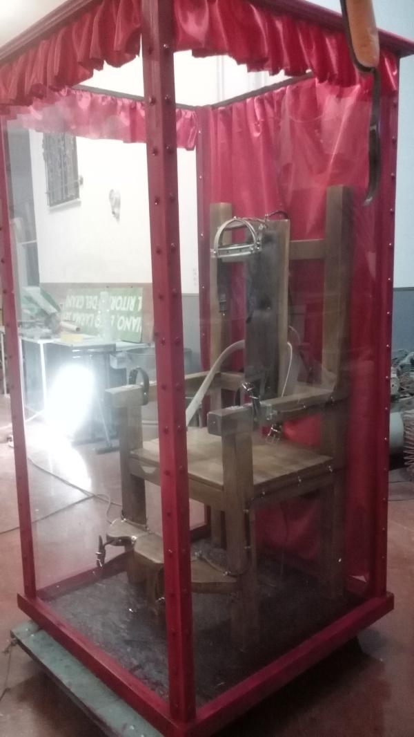 Horror experience cabina di houdini the props maker for Noleggio cabina di steamboat